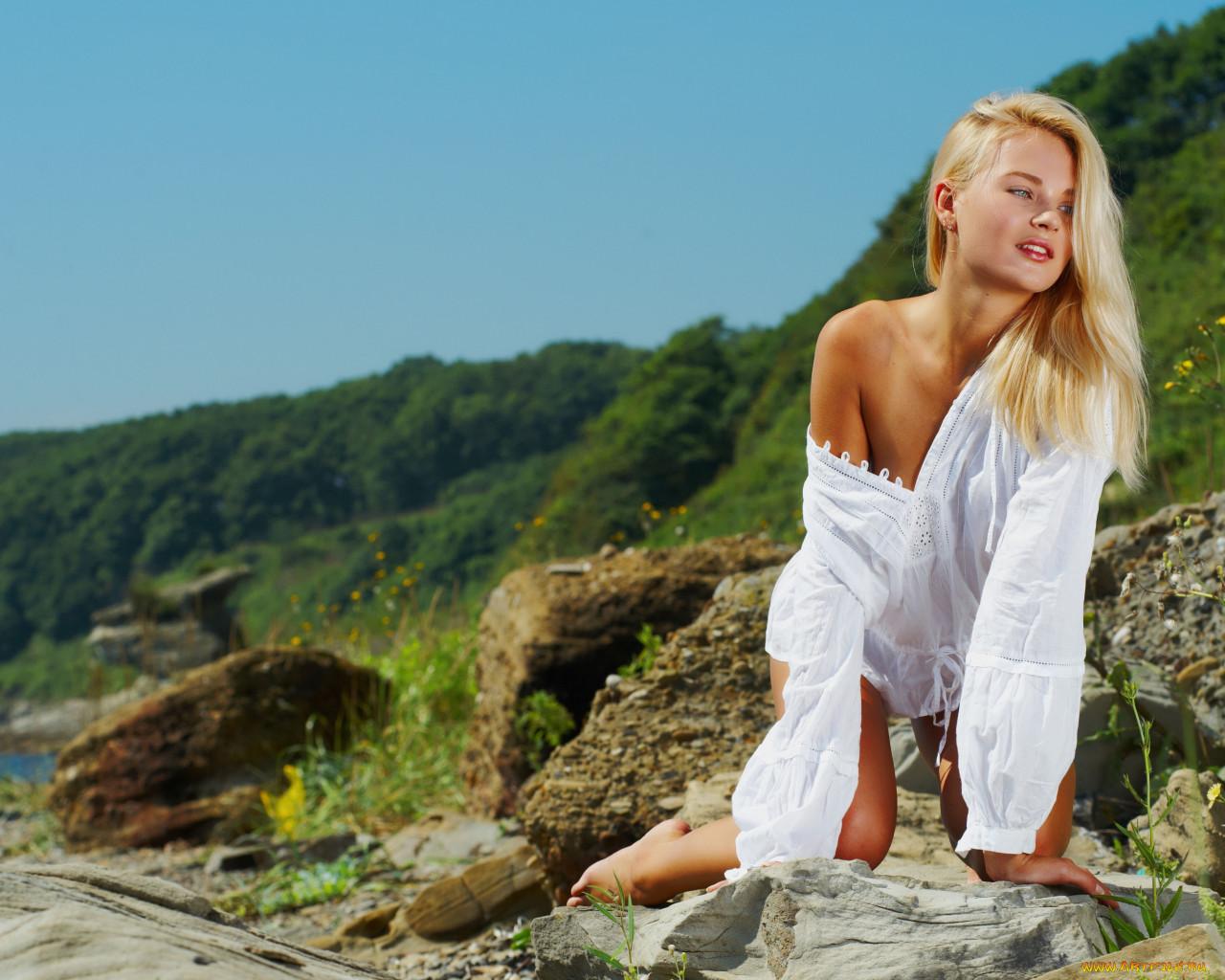 Блондинки на природе секс видео ценный